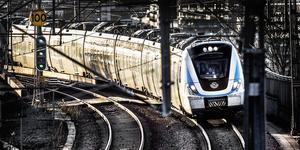 Skribenten ogillar förslaget om Södertörnsbanan, en helt ny järnvägssträckning för pendlarna. Foto: Tomas Oneborg/TT