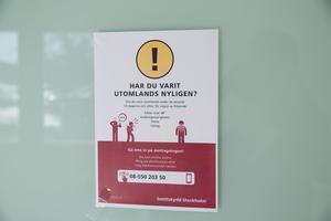 Skylt på ett vårdcentrum i Södertälje.