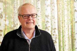 Anders Gelander, VA-chef på Norrtälje kommun, tycker att situationen med översvämningar är beklaglig, men framhåller att kommunen gör allt de kan.