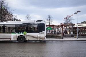 Det har varit allmänt känt i flera år att Njurundalinjen haft problem med överfulla bussar vid de tillfällen då linjen ska passera Bredsand, skriver signaturen