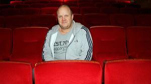 Thomas Simonsson vill titta närmare på möjligheterna att direktsända sport i storbildsformat i biosalongen.