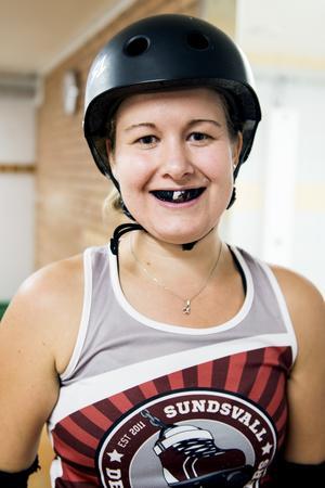 Rebecka Lindberg började med roller derby för fem år sedan.