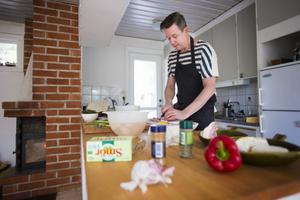 Anders Östblom nådde inte hela vägen fram i TV 4:s Sveriges Mästerkock. – Det var kul, men det viktigaste är att jag själv börjat ta det här med mat lite mer på allvar och nu blir jag igenkänd ibland och det är ju alltid bra för självkänslan, säger han.