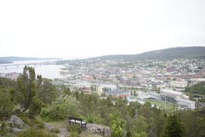Vi ska välkomna och omfamna alla de som vill vidareutveckla Sundsvalls city när man utifrån önskar ge vår stad en knuff i rätt riktning, skriver signaturen