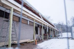 Ombyggnationen pågår fortfarande och förväntas inte bli klar förrän om tre månader.