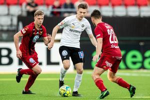 Jake Larsson gjorde 3–1-målet när ÖSK vann mot Östersunds FK på Jämtkraft arena i våras. Övriga målskyttar var Johan Bertilsson och Carlos Strandberg. Foto: Bildbyrån
