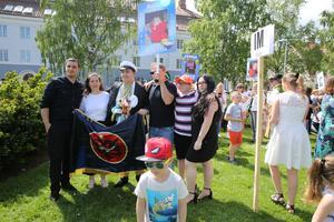 Familjen och den stolta studenten.