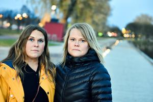 Annelie och Carina Linhein med kajen i Mora i bakgrunden.