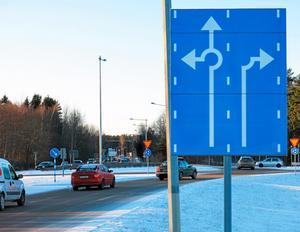Den som ligger i högerfilen på Norrleden måste svänga av in på Tunbytorpsområdet, vilket överraskar en del förare.