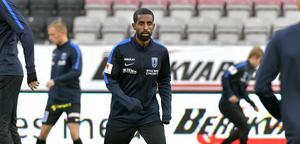 Mohammed Saeid tvingades kliva av matchen mot ÖSK i paus på grund av känningar i ena ljumsken. Foto: Conny Sillén/TT