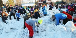 Massor av människor besöker Vemdalen runt påsk, bland annat för att gräva i snö efter fina priser. I förslaget till ny översiktsplan är det viktigaste målet att få fler av dem att bosätta sig i kommunen.