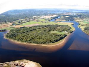 Draggsängarna, söder om Leksand, intill Österdalälven och Insjön. Foto: Privat
