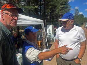 Många skogsägare försöker att få information om brandens härjningar uppe i Tandberget.