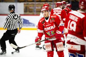 Lagkaptenen Emil Berglund hade en bra lördagkväll i NHK Arena. Han har hittat fin kemi tillsammans med Jeremy Boyce och Morten Madsen den senaste tiden.