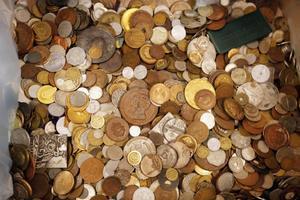 Kopparmynt, silvermynt, guldmynt, svenska mynt, utländska mynt, mynt från 600 f Kr... Totalt drygt två ton gick under klubban under söndagen.