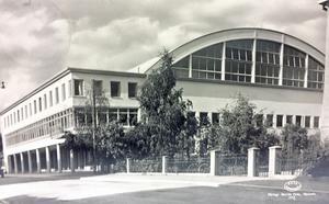 1941 gick det att köpa vykort med Gamla idrottshallens bild på. Det var en pampig byggnad som västeråsarna gärna ville skryta med.