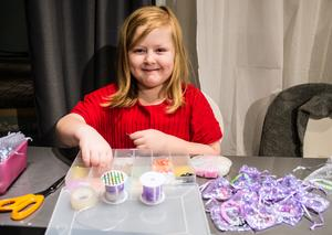 """""""Jag är en pysseltjej, och jag vill göra något för att hjälpa till"""" säger Molly Annbjer. Hennes mamma fick epilepsi för ett år sedan."""