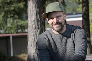 Stiko Per Larsson, aktuell både med Melodifestivalen, en ny skiva och en ny vandringsturné.