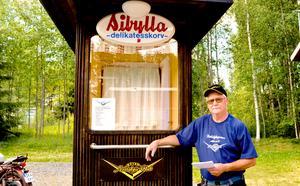 Den här kiosken har medlemmarna i Säter Nostalgic Club renoverat och den kommer att finnas på plats under Nostalgidagarna. Om den kommer att kunna förse alla besökarna med korv, kan dock Rune Stornils inte garantera.