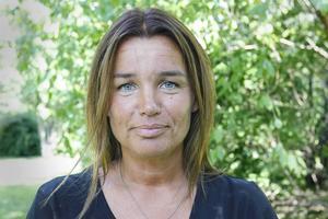 Anna-Caren Sätherberg (S) förundras över att de fyra borgerliga partierna håller fast vid sin Allians i stället för att verka som självständiga partier.