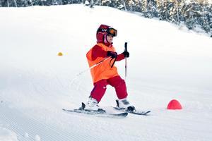 Insändarskribenten föreslår att snön som forslas bort används till att förlänga skidsäsongen. Foto: Mattias Myde