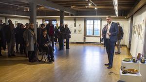 Kommunfullmäktiges ordförande Viktor Wärnick (M) höll för första gången invigningstalet till konstrundan på Kvarnen.