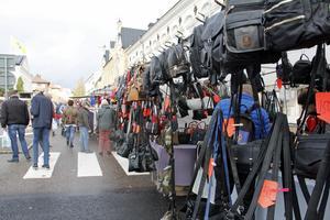 Väskor i långa rader var en del av utbudet.