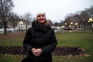 Läkaren Iryna Panamarenka har läst svenska i nio månader och förklarar att hon skulle lära sig mer och snabbare på en arbetsplats i Sverige än hemma i Minsk, Vitryssland.