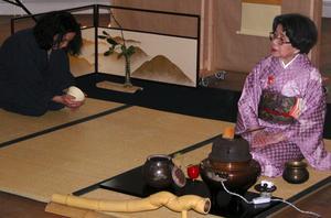 Den främsta! Eiko Duke Soei är Nordens främsta tecermonimästare. Tidigare i vår gästade hon Leksand och höll då två seminarier i Japansk teceremoni. Foto:Annki Hällberg