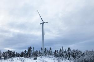 Skogsbolagen borde göra som vindkraftsföretagen, ge tillbaka pengar till kommuninvånarna menar Erik Friberg.