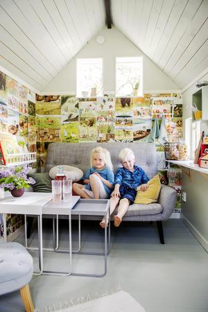 Hilda och Alvar brukar leka kafé i miniatyrhuset.