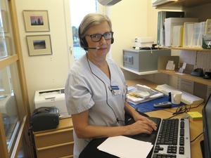 Hjördis  Mattisson är en av de sjuksköterskor som sköter telefonrådgivningen på reumatologen på Gävle sjukhus.