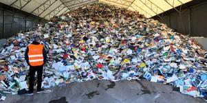 Vafab Miljös lagerplats för böcker som ska vidare till återvinning i Sverige, Tyskland och Nederländerna. Foto: Anders Ericsson