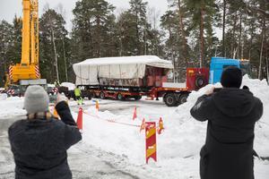 Projektet är kraftigt försenat, det är efterlängtade vagnar som nu anlänt till Torekällberget.