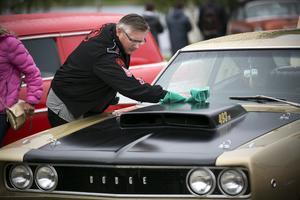 Olov Käll från Evertsberg putsade sin 1968 års Dodge Super Bee torr och blänkande med sämskskinn.