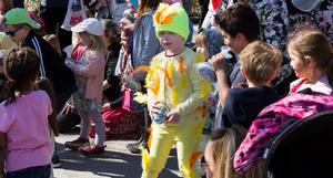 Det fanns också en vacker kyckling bland barnen.