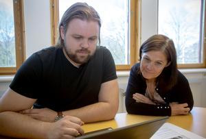 Jens Kansell och Ann Bylund på kultur- och fritidsförvaltningen på Gävle kommun visar bland annat att föreningen har 79 registrerade medlemmar.