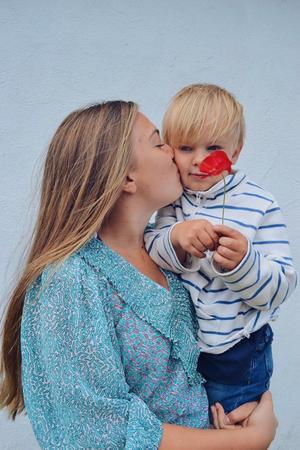 Syskonkärlek - Thea 15 år,- med sin lillebror Elon 4 år! Foto: Amanda Holmgren