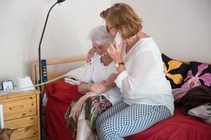 Barnen är lättade att Ulla till slut fått en plats på ett boende, där kompetent personal finns tillgänglig dygnet runt och dit barnbarnen lätt kan ta sig när de hälsar på en gång i veckan.
