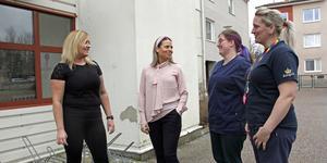Hemtjänstens nya arbetssätt sjösattes i höstas av bland andra arbetsledaren Sandra Karlström och hemtjänstchefen Isabella Piva Hultström. Till höger undersköterskan Zandra Svensson och eleven Pauline Westerberg.