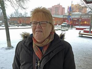 Birgitta Ekberg anser att det är bra att Bäckby centrum ska förändras.