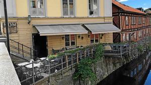Terrassen vid restaurang Nom mot Svartån är smal och trång. Ägaren ansökte om att få bygga ut, för tre år sedan.Foto: Arkiv