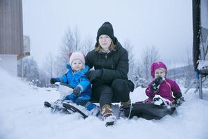 Karolina Lindgren tillsammans med Elsa och Clara.
