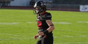 Bim Jensen Östlund, quarterback i Örebro Black Knights är skadad och missar semifinalen mot Arlanda Jets.