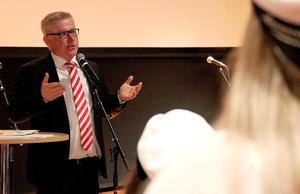 Rektor Erik Högberg höll tal.