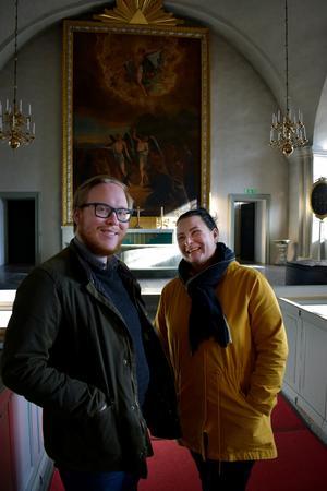 Kyrkan ska vara en mötesplats, menar Daniel Larsson och Jennie Tiderman-Österberg.