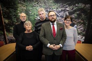Ragundas socialdemokrater presenterade sin skuggbudget på onsdagen. Bakre raden: Kjell Grafström och Lennart Skoog. Främre raden: Gudrun Wikén, Jonas Andersson och Jenny Palmquist