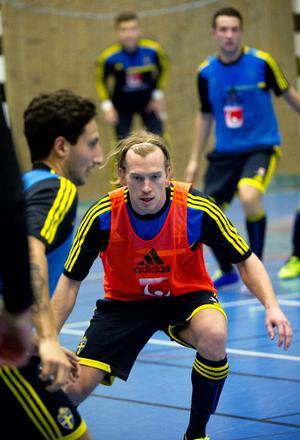 Robin Ingvarsson i landslagsdress på ett futsalläger i Örebro hösten 2013. Samma vinter skrev han på för Örgryte, som inte ville att han skulle kombinera fotbollen med futsal, så några landskamper blev det aldrig. Arkivfoto: Håkan Ekebacke