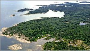 RÖDHÄLL. Hållnäskustens naturreservat består bland annat av gammelskog och klippor.