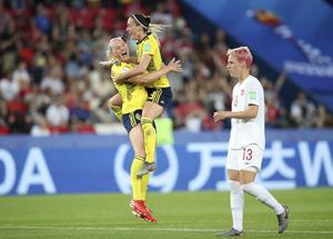 Sverige kommer att spela bronsmatch i fotbolls-VM samma kväll som Hallstavik står värd för speedway-GP.